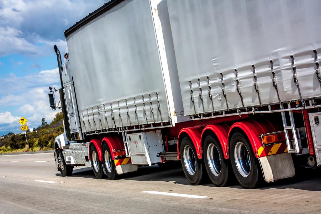 Autodoprava. Zaoberáme sa profesionálnymi službami a medzi ne patria aj prepravné služby a autodoprava. Službu autodoprava pre expresné a nákladné zásielky.